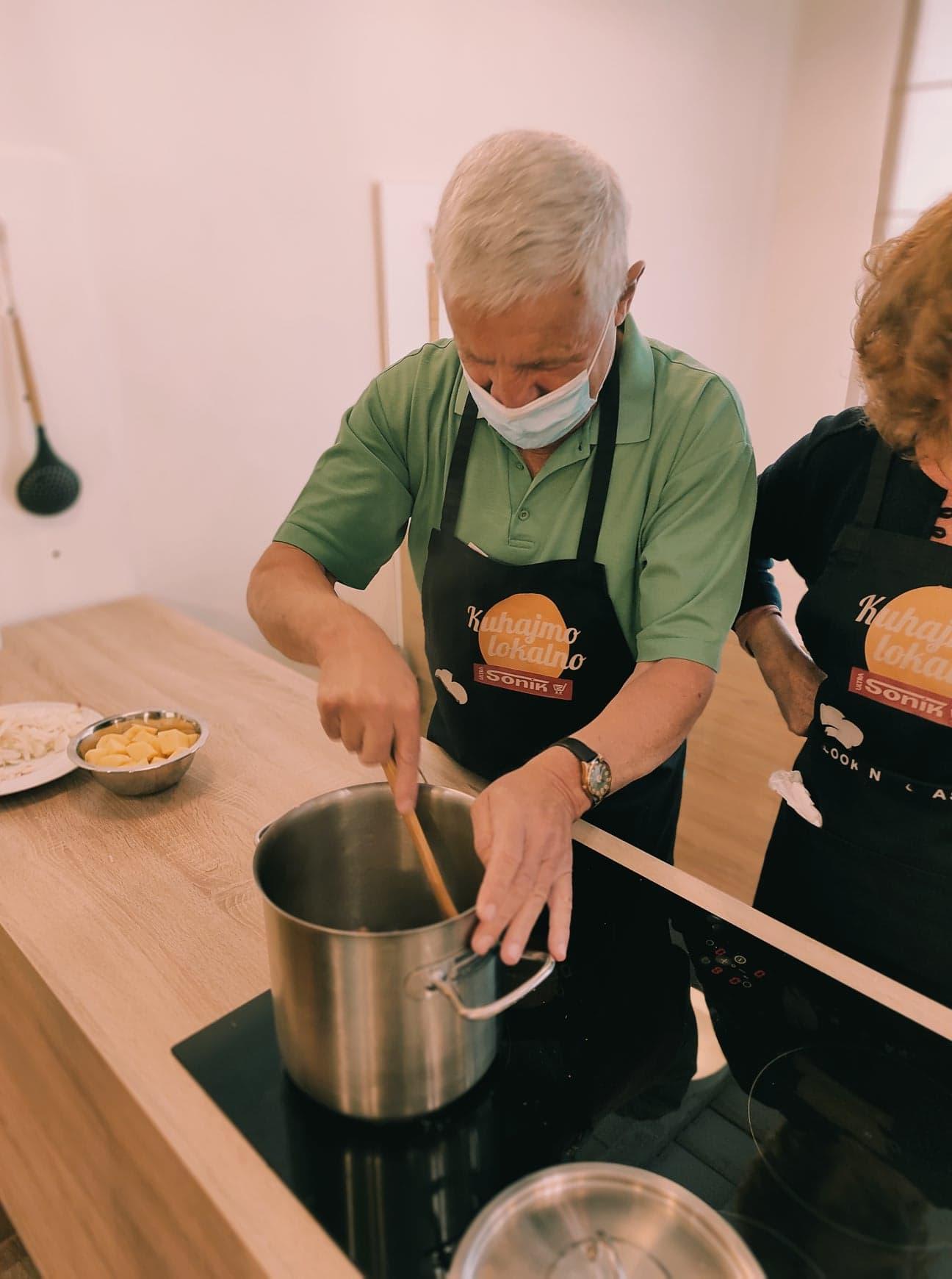 """Održana posljednja kulinarska radionica u prvoj godini provedbe projekta """"Zajedno, aktivno, ravnopravno!"""""""