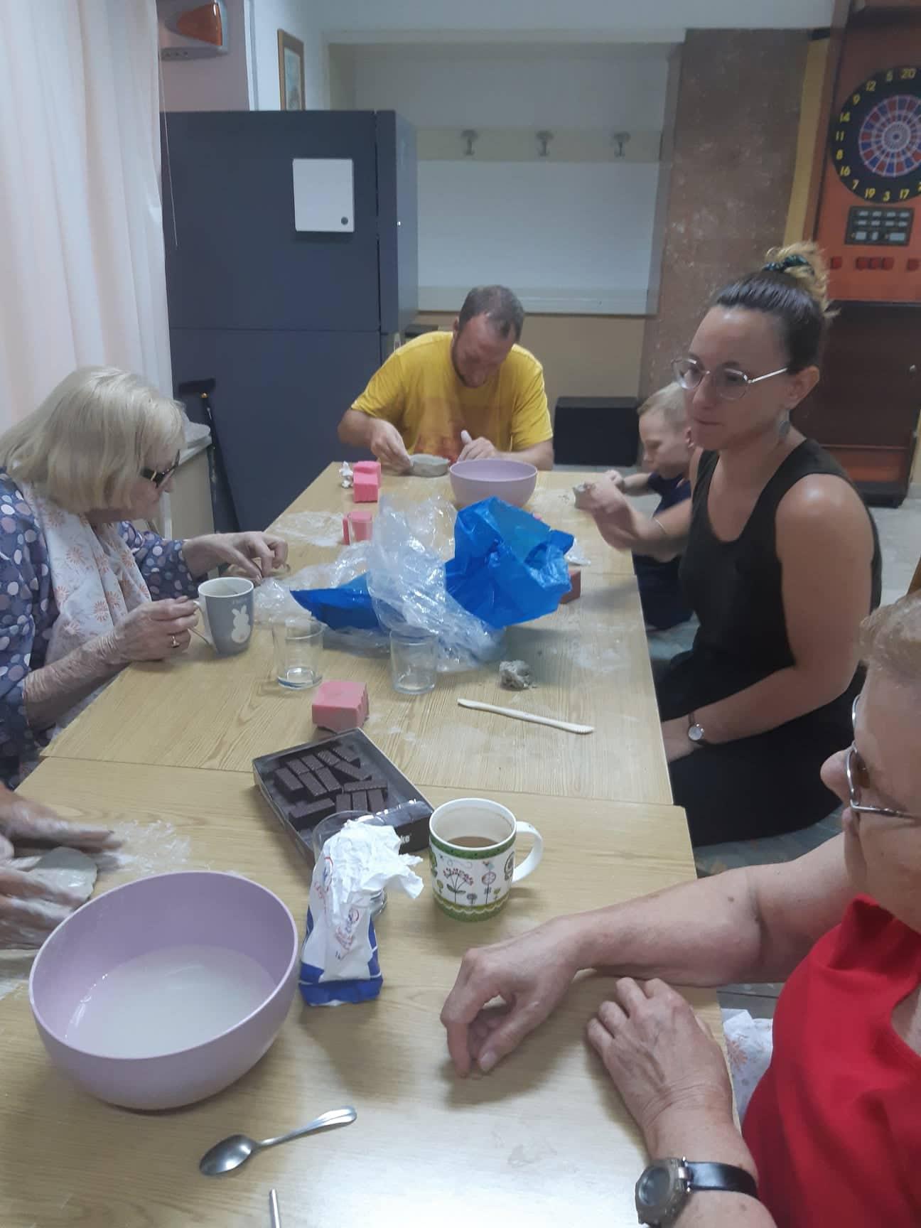 Članovi Udruge sudjelovali na radionici gline